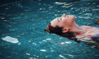 Hypopressives in the water, pool and beach